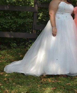 Wedding dress for Sale in Pickerington, OH