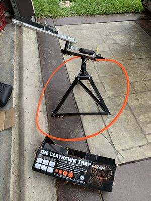 Clay hawk target thrower for Sale in Pharr, TX