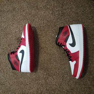 DS Air Jordan 1 Mid (Chicago 2020) Size 11 for Sale in Philadelphia, PA