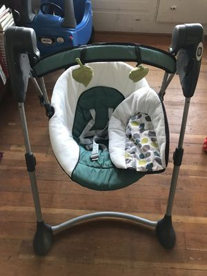 Baby swing graco for Sale in Stanwood, WA