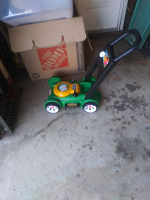Kids lawn mower with fake gas can for Sale in Warren, MI