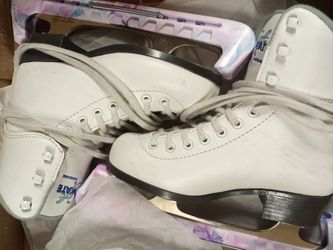 Size 2 Ice Skates for Sale in Mesquite,  TX