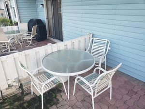Patio table 48inches with 3 chairs for Sale in Pompano Beach, FL