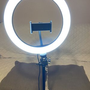 Beauty LED ring light for Make Up/live Stream NEW for Sale in El Paso, TX