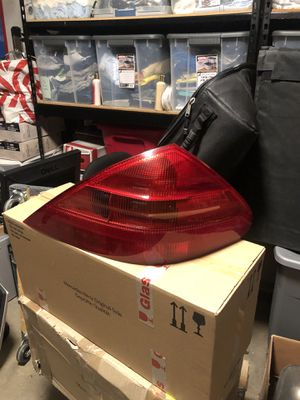 Mercedes SL 500 R230 2003-2007 tail light break light for Sale in Los Angeles, CA