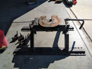 Fifth wheel trailer hitch for Sale in Las Vegas, NV