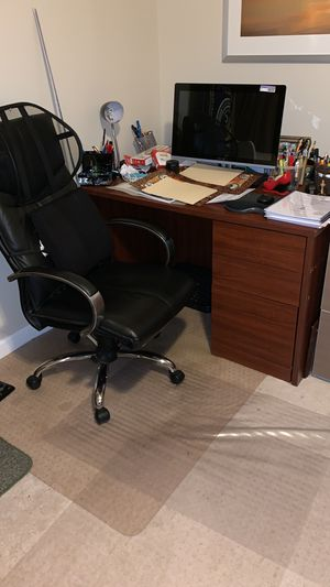 Office chair with silver cromo for Sale in Manassas, VA