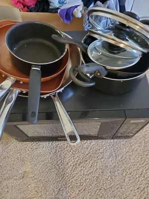 Free set of pans for Sale in Lakewood, CO