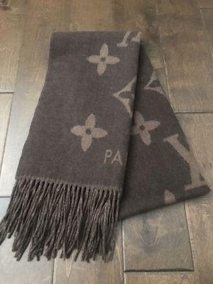 Louis Vuitton Reykjavik Cashmere scarf in brown for Sale in Watauga, TX