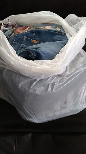 Free bag of maternity clothes size s/m for Sale in Aurora, IL