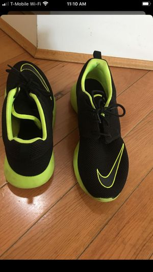 Boys Nike shoes used couple of time looks like brand new size 7 for Sale in Mountlake Terrace, WA