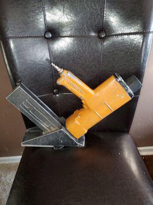 Pistola bostich para pisos de madera for Sale in Springfield, VA