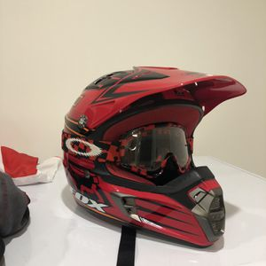 Fox V2 Pilot Youth Dirt Bike Helmet With Troy Lee Designs Youth Cheat Plate for Sale in Novato, CA