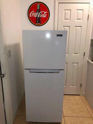 Magic Chef Refrigerator 10.1 cu for Sale in Aventura, FL