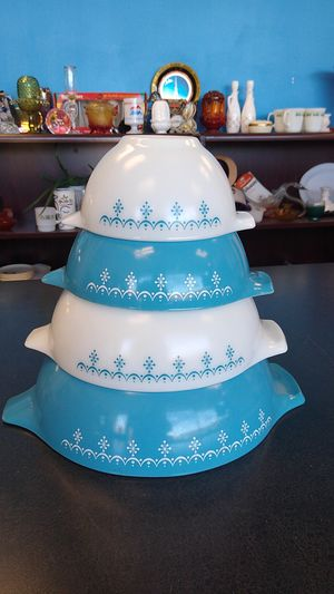 VINTAGE CINDERELLA BLUE GARLAND SNOWFLAKE PYREX MIXING BOWLS SET OF 4 for Sale in Virginia Beach, VA