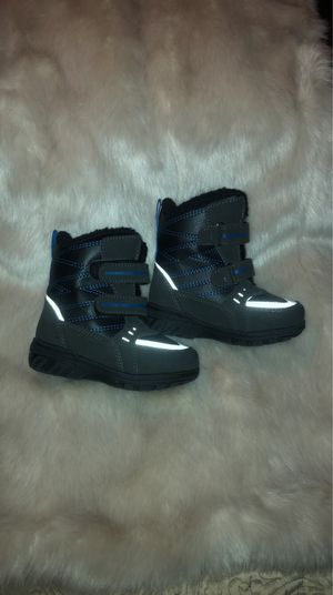 Totes kids snow boots size 6 for Sale in Queens, NY