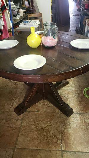 Dining room table!! for Sale in Kansas City, KS