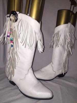 White women's dingo leather boots with fringe size 7.5 for Sale in Dublin, OH
