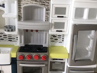 Step 2 Deluxe Kitchen for Sale in Lacey,  WA