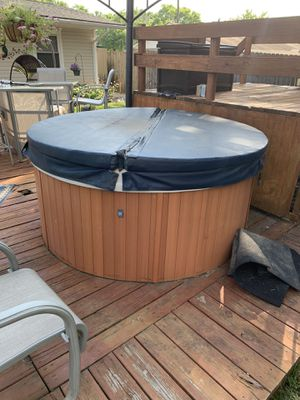 Viking Spa Hot Tub for Sale in Dayton, OH