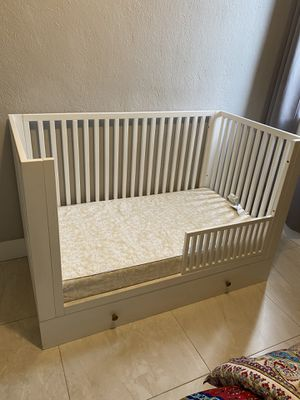 Toddler Bed with Drawer (NO MATTRESS) FIRM PRICE for Sale in Hialeah, FL