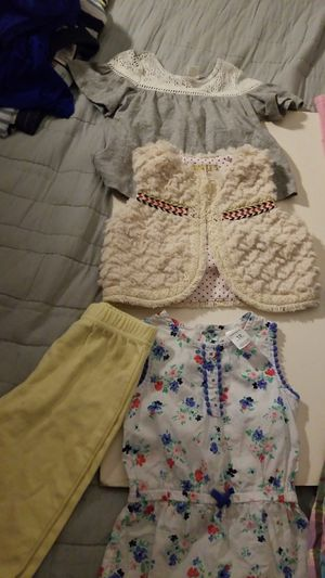 Lot of 4 baby girl clothes 1( 6-9m pants) 3 (12-18m tops) for Sale in Davie, FL