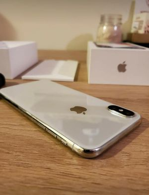 Apple iphone x 256gb silver for Sale in St. Louis, MO