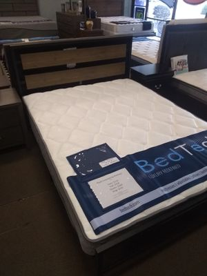 Queen size platform bed frame with Plush Innerspring Mattress included for Sale in Glendale, AZ