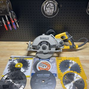 *NEW* Dewalt Worm Drive WITH 6 Blades for Sale in Archbald, PA