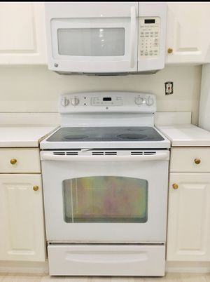 GE electric stove and microwave for Sale in Miramar, FL
