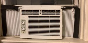 Frigidaire window unit air conditioner for Sale in New York, NY