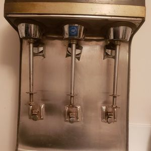 Commercial-Hamilton Beach Scovill Triple Spindle Milkshake Maker (VINTAGE) for Sale in Harrisburg, PA