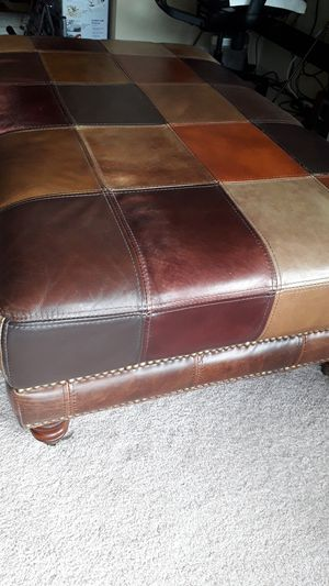 Leather ottoman/coffee table for Sale in Chicago, IL