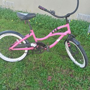 20 In Kids Hello Kitty Cruiser Ready To Ride for Sale in West Covina, CA