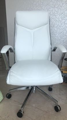 White desk chair for Sale in Hollywood, FL