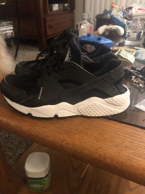 Women's Nike hiraches size 6.5Y for Sale in Tualatin, OR