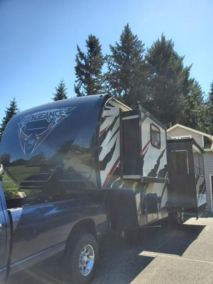 2013 Forest River Vengeance 36ft Toy Hauler 5th Wheel for Sale in Tacoma, WA