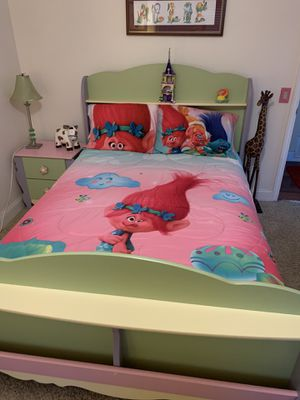 Trolls quilt and matching sheets. for Sale in El Cajon, CA