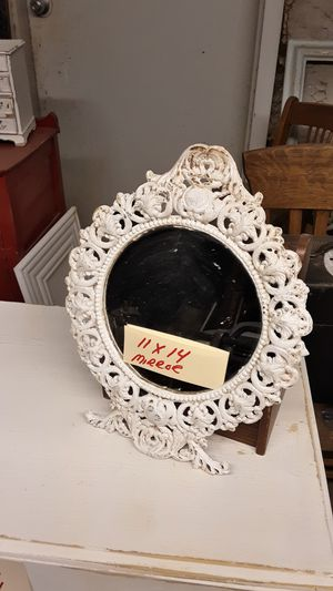 COLLECTABLE ANTIQUE SMALL CAST IRON METAL MIRROR for Sale in Yuma, AZ