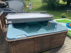 HOT TUB for Sale in Renton, WA