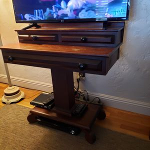 Antique desk for Sale in Clovis, CA