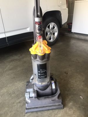 Dyson DC33 for Sale in Fresno, CA