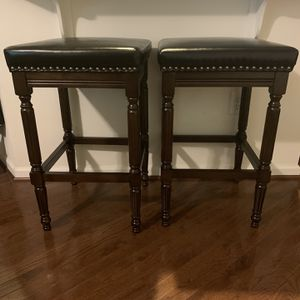 """30"""" High Wooden Bar Stool W/ Leather Seat (Set of 2) for Sale in Accokeek, MD"""