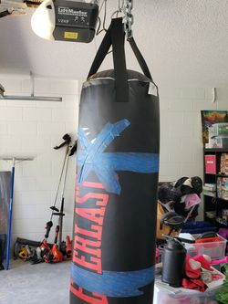 Heavy Bag 70lbs With 16oz Gloves for Sale in Poinciana,  FL