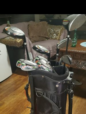 Right handed Golf club set with bag for Sale in Riverside, CA