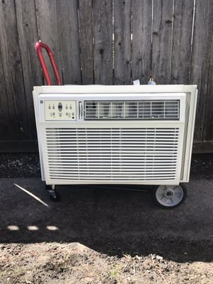 Westpointe 25,000 BTU Air Conditioner - Excellent Condition AC Unit for Sale in Chicago, IL