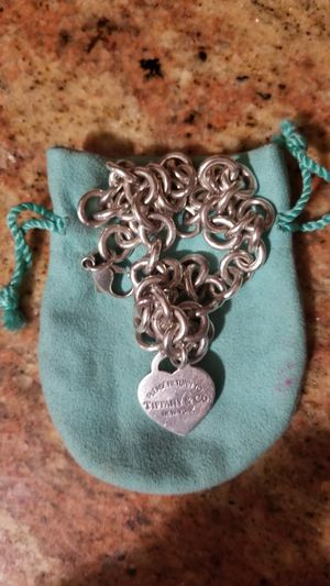 Authentic Tiffany necklace, original$ 650, trying to get $300 for it for Sale in Kearny, NJ