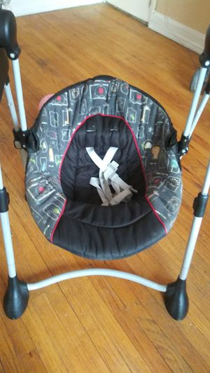 Unisex baby swing for Sale in Detroit, MI