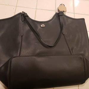 Coach Peyton Black Leather Tote/purse for Sale in Santee, CA