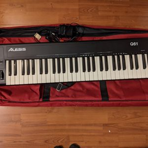 Alesis Q61 MIDI Keyboard Controller and Case for Sale in Everett, WA